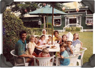 Tom Pickett sitting with a group of kids in Kong Lung